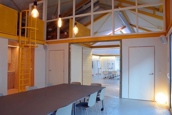 Doorzicht van vergaderzaal nurture naar create