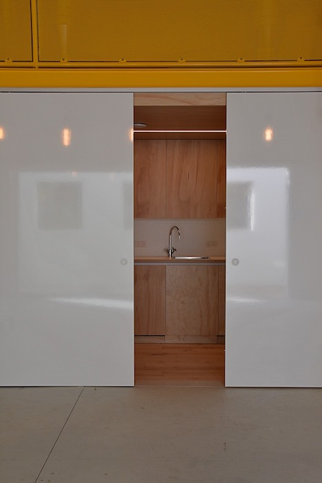 Kitchen in meetingroom nurture with magnetic, moveable white-board pannels