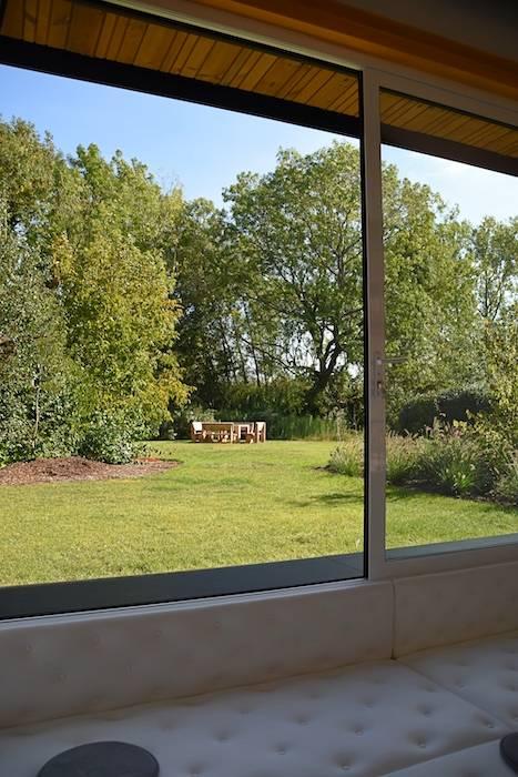 Zicht vanuit de zitput op de tuin - break-out ruimte perspective